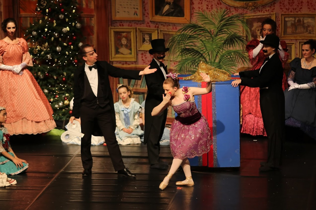 Ellie Berkenblit '20 Bids Farewell to Nutcracker with Final Performance